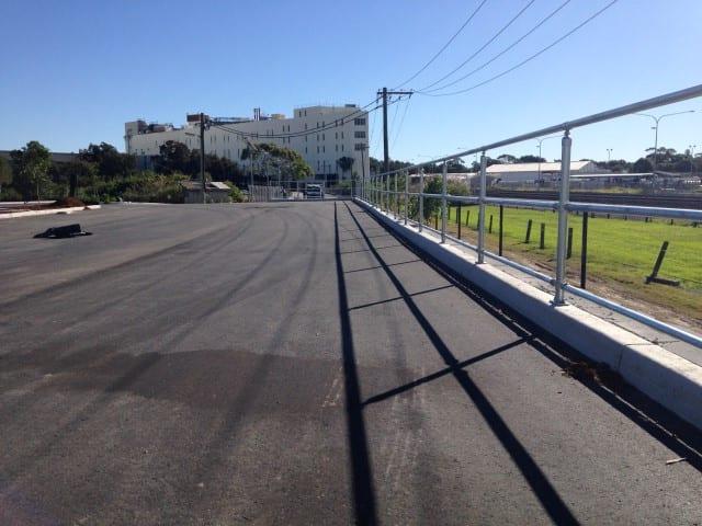 triple rail handrail